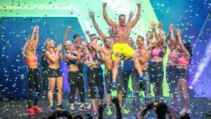 IsaBody 2018 winner with friends and confetti